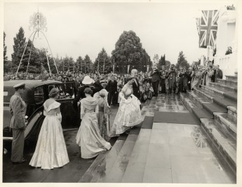 queen-ascending-52eb14aa1928d