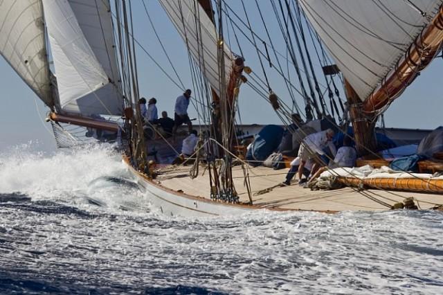 Sailing-yacht-ELENA-HERRESHOFF-SCHOONER-Photo-credit-Rolex-Carlo-Borlenghi-665x443
